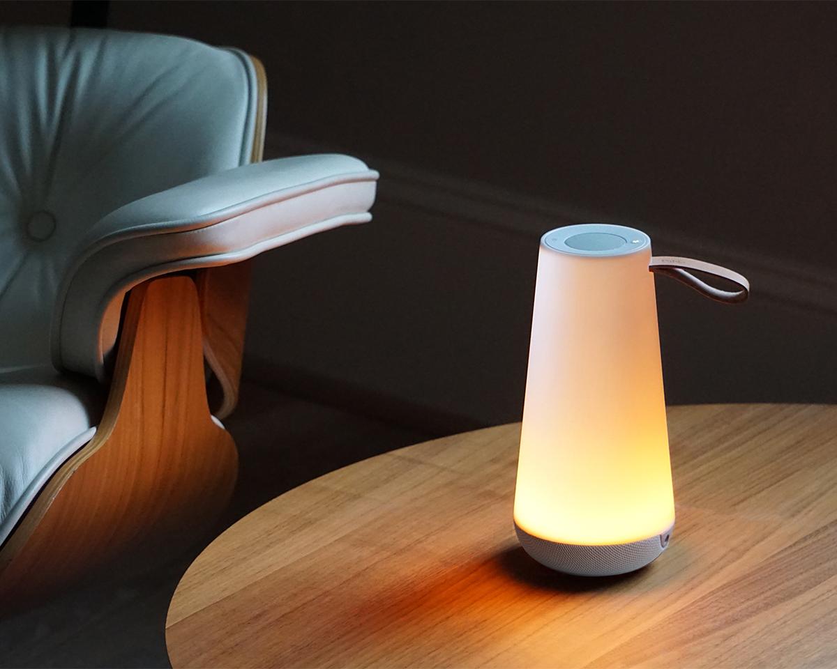 360°全方向に同レベルの音が立体的に広がり、あたたかな光に優しく包まれる。「音」と「光」の調和するワイヤレスHi-Fiスピーカー|Pablo UMA MINI
