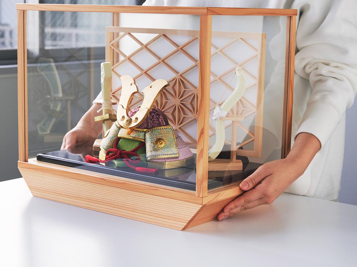 モダンなインテリア空間に映える品の良いデザイン。日本伝統工芸をコンパクト・モダンに。リビングや玄関に飾れる「プレミアム兜飾り・五月人形」