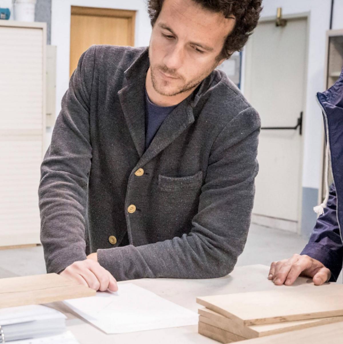 開発者のティモシー・カニャール氏。美しい家具のような高級スピーカー・オーディオ家具|La Boite Concept CUBE(ラ ボアット コンセプト キューブ)