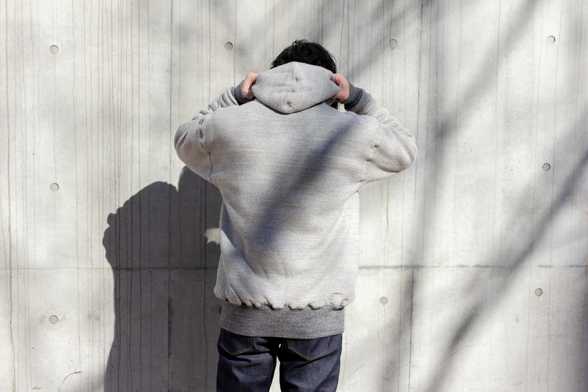 和歌山県で唯一稼働している『吊り編み機』で作られたサイドラインパーカ|A.G. Spalding & Bros