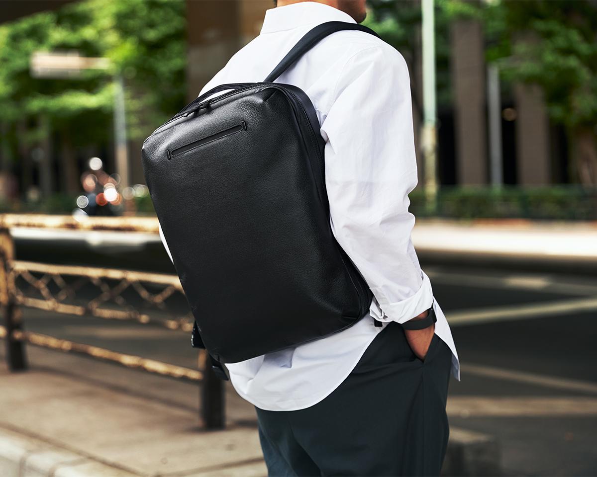 PCがすっぽり入るたっぷりサイズなのに軽い 防水レザー、超軽量、直感ポケット付きの日本製レザーバッグ PCバッグ・トートバッグ・リュック・バックパック FARO(ファーロ)