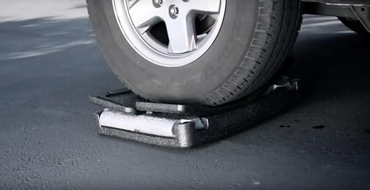 保冷・保温に優れた発泡ポリプロピレン製 軽量で頑丈な折りたためるクーラーボックス(衝撃に強いプレミアム)耐久性イメージ|Flipbox
