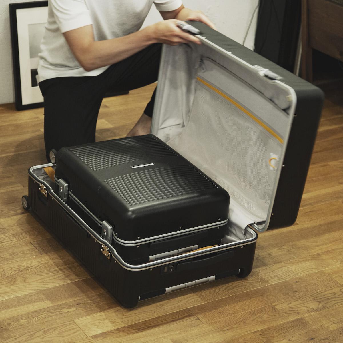 R TRUNKの「37Lサイズ」を入れ子収納もできるので、一台分のスペースしか取らずクローゼットの中もスッキリのスーツケース(88L・7泊〜)|RAWROW