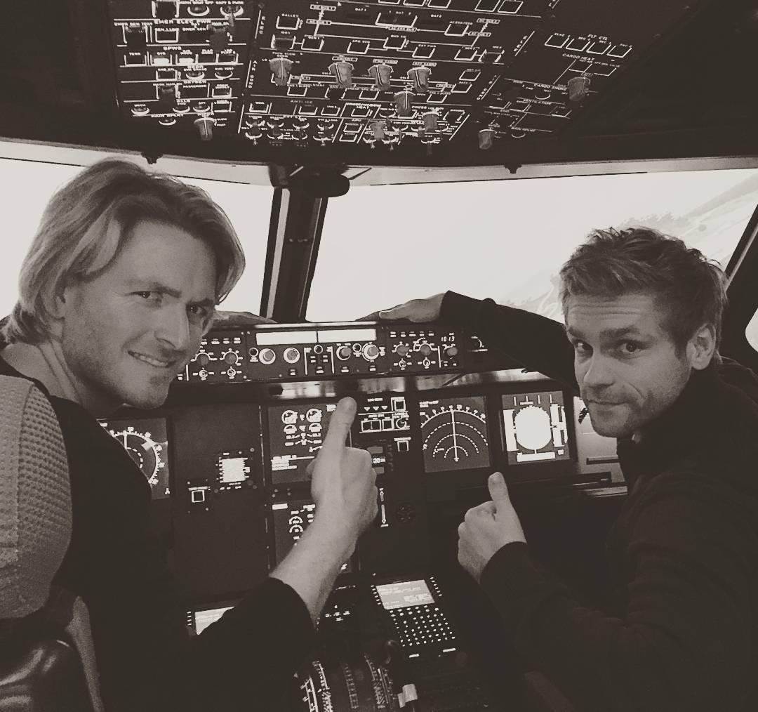 開発者のリッチ(左)とトビー(右)。飛行機型ドローン|Toby Rich