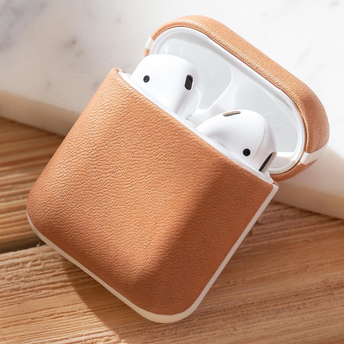 薄さはたったの1mm。AirPodsがピタッと収まる密着型ケースのヌメ革のAirPodsケース・Apple Watchバンド|NOMAD