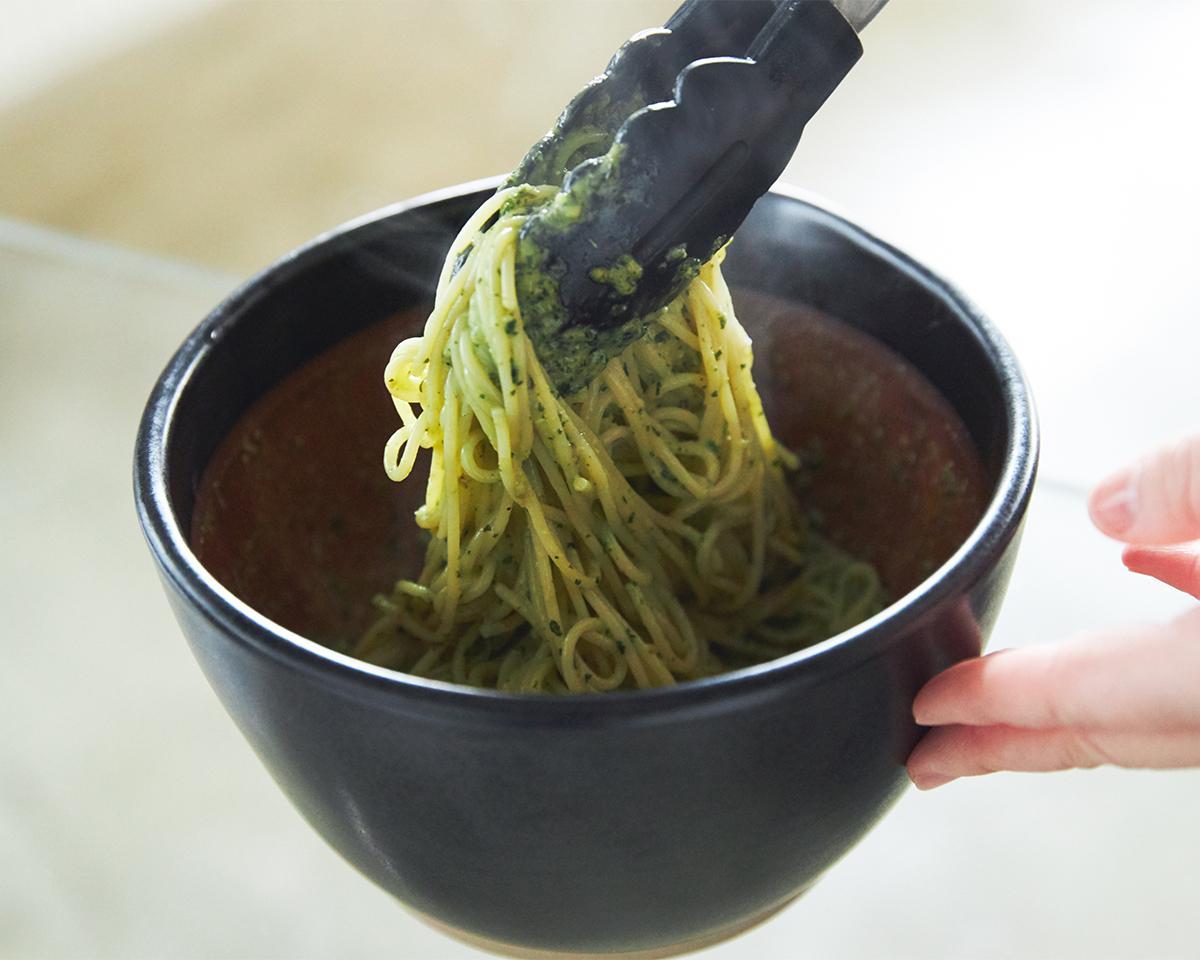 これ一つであらゆる料理ができる。鉢の中で玉子サンドやポテトサラダが完成!そのまま器になる石見焼のすり鉢とすりこぎ棒|もとしげ