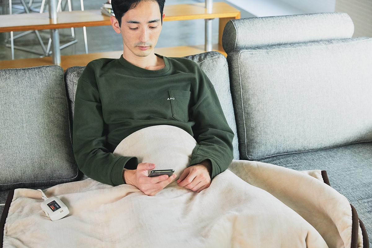 抗菌・消臭加工を施し、うっとりするほど柔らかな毛並みのフランネル起毛が心地よい。あなたの睡眠サイクルに合わせて、電源が自動オンオフ!洗濯機で丸洗いできる「電気毛布」|HEAT-CRACKER