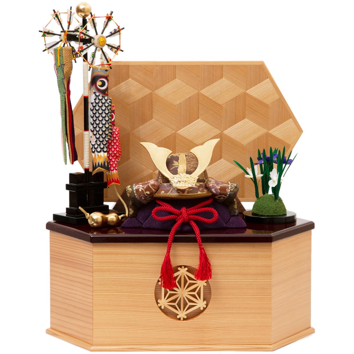 ミニチュアの脇飾りで華やかに飾りたい」なら、《六角形・大》6つの日本伝統工芸をコンパクトにした、木目込の「プレミアム兜飾り」| 宝輝 | 柿沼人形