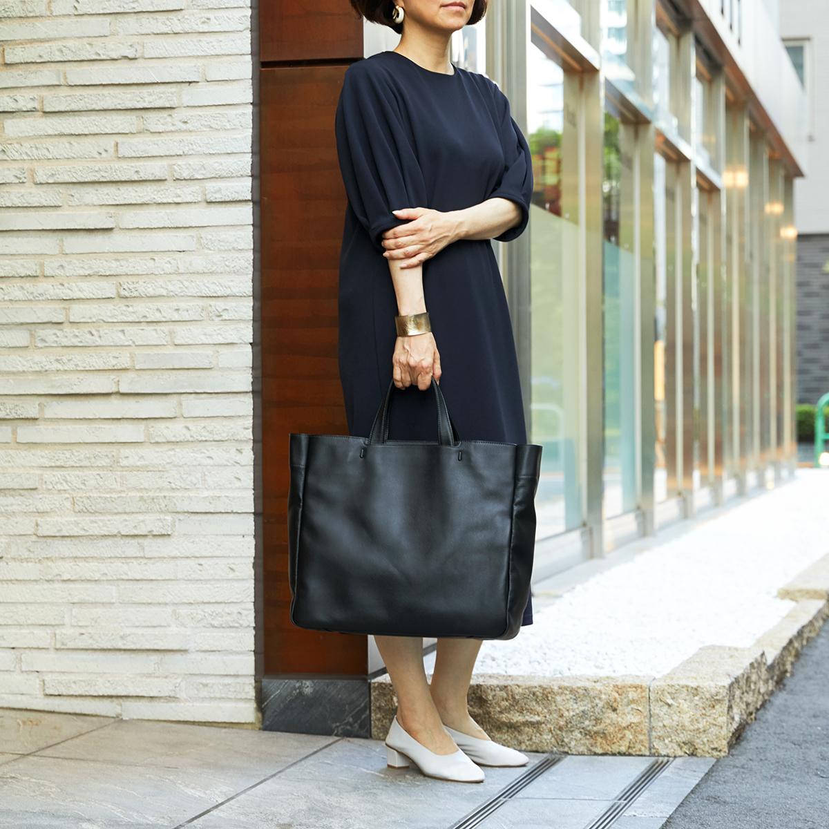 ビジネススーツにも、カジュアルスタイルにも、しっくり馴染む、懐の深いシンプルさ。|防水レザー、超軽量、直感ポケット付きの日本製レザーバッグ|PCバッグ・トートバッグ・リュック・バックパック|FARO(ファーロ)