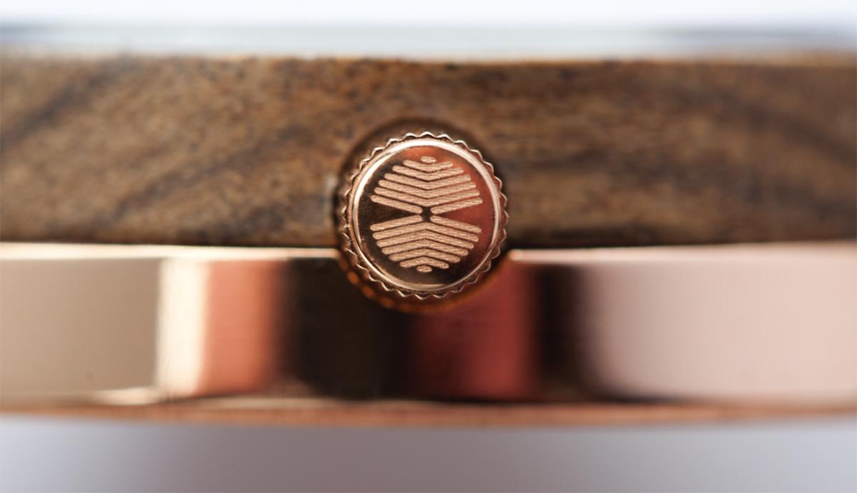 北欧モダンデザインの美しい木目の文字盤とサージカルステンレスの腕時計|VEJRHØJ