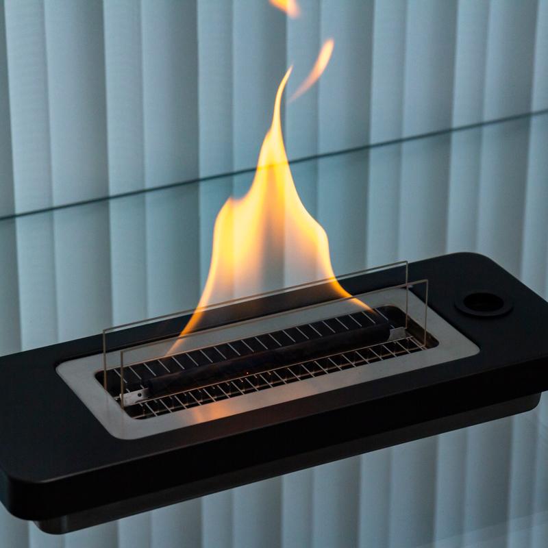 火事の心配がなく、手入れも片付けも簡単。大きな炎を安定的に楽しめる。安全な専用オイル使用で、煙が出ない、テーブルに置ける「焚き火」|LOVINFLAME
