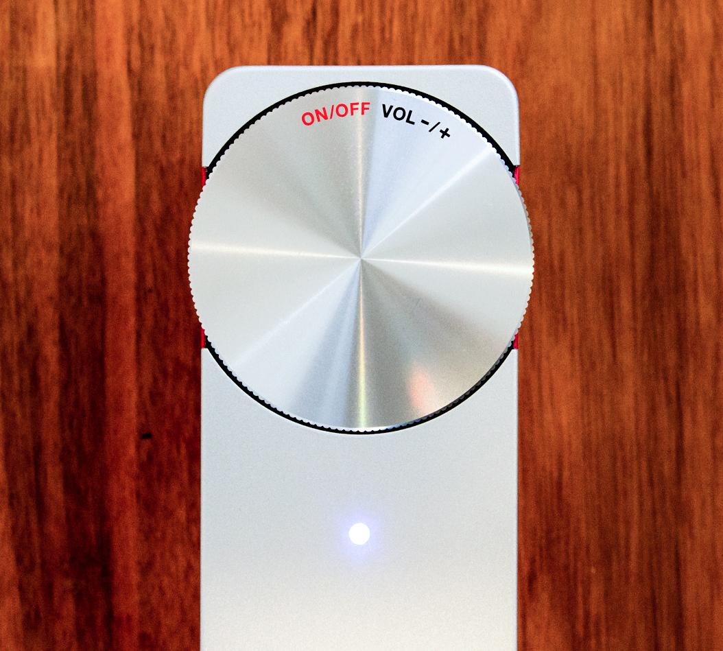 誰もが操作しやすいデザイン設計の「Hi-Fiサウンド」のポータブルオーディオ《Touring XS》|GENEVA