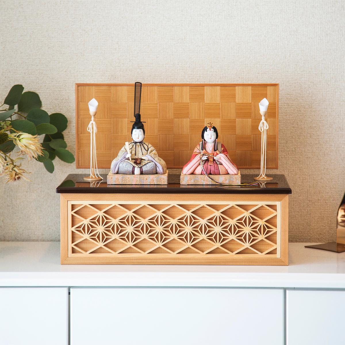 現代建築やインテリアに映える写実的な美しさ。モダンな美しい日本の伝統工芸が結集した木目込みプレミアム雛人形|柿沼東光の宝想雛