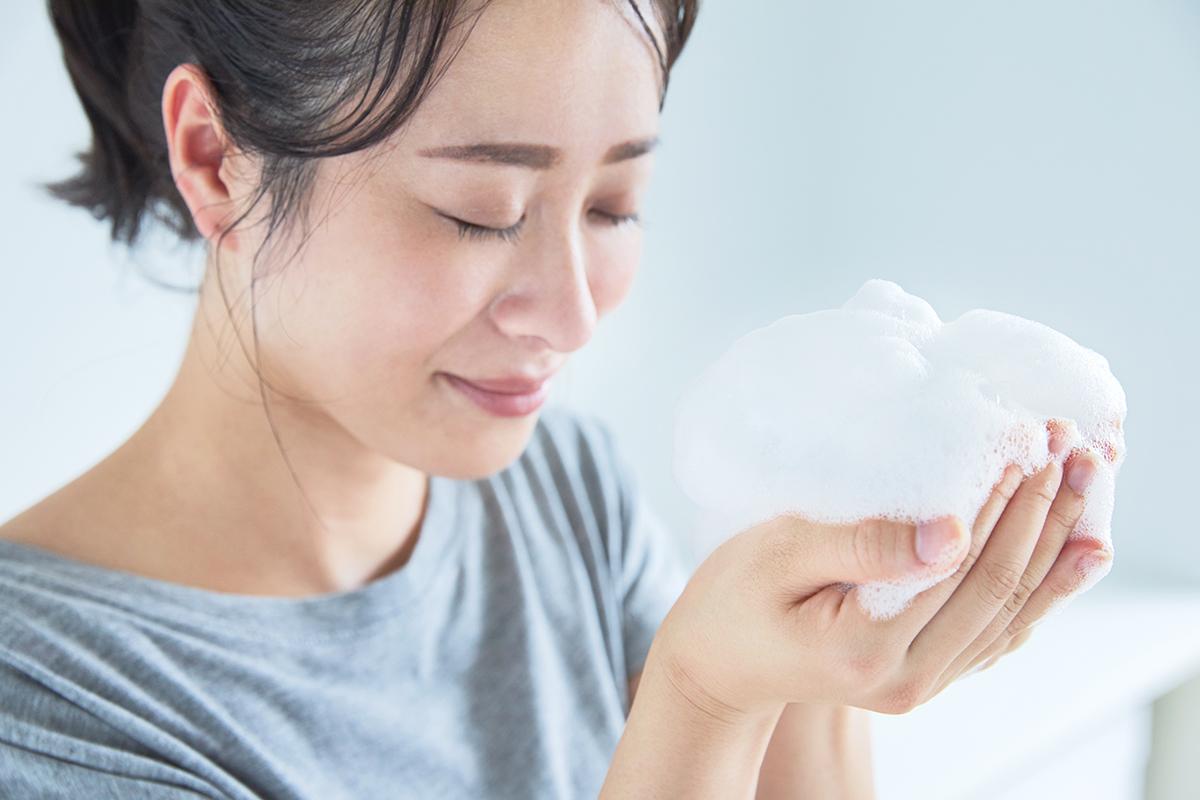 ひらめきを呼ぶ、脳のシャワー体験。入浴習慣を劇的に変えてくれます。このシャンプーを泡立てて髪を洗ったら、なんと、そのままの泡で、顔も体も洗える全身シャンプー|『MANGETSU(満月)』『SHINGETSU(新月)』Jam Label(ジャムレーベル)