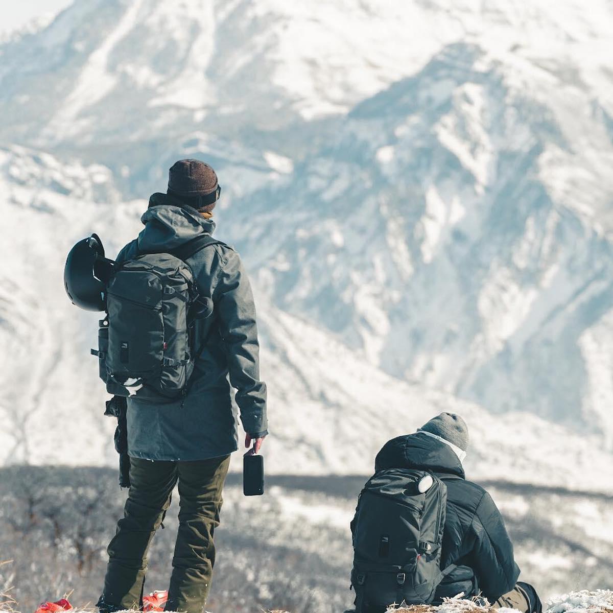 ウィンタースポーツの決定的瞬間を捉えたいとき、記念撮影をたくさん撮りたい海外旅行時に重宝する、断熱プレート「THERMOLINE™」を備えたスマホケース・カバー|LANDER MOAB CASE(ランダー)
