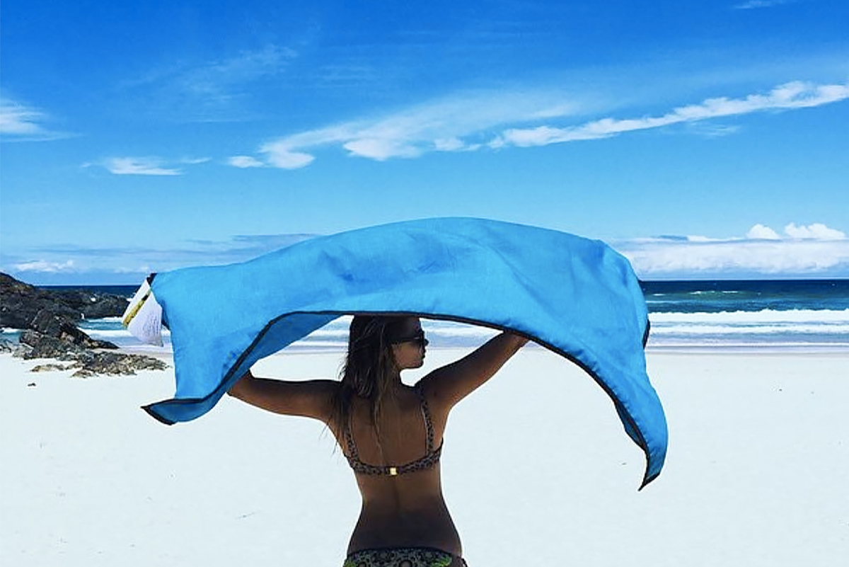 海にも人にも優しい、砂がつかないビーチブランケット