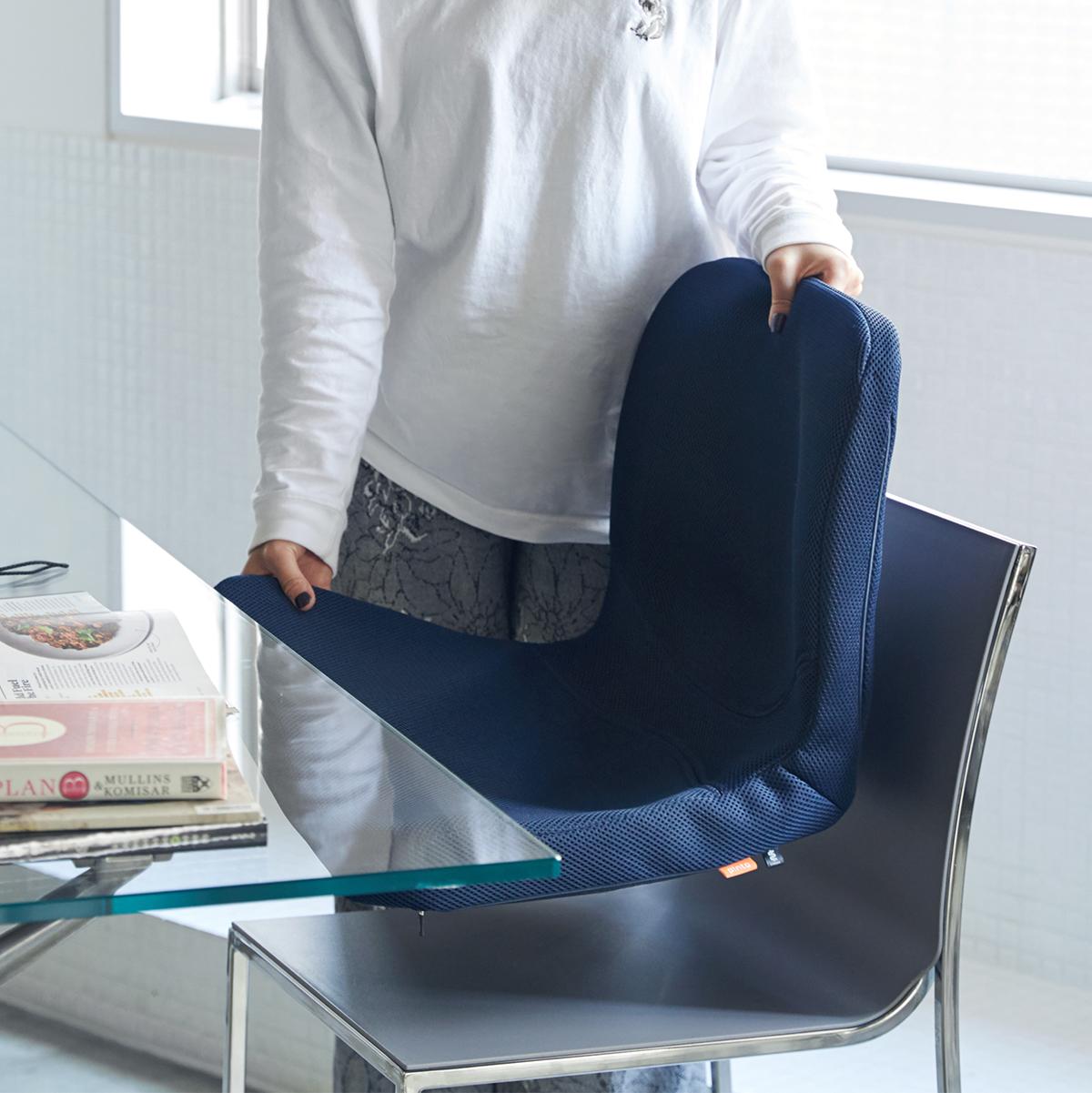 耐久性も合格。ヘタりにくい素材「ポリウレタンHRフォーム」でできています。驚くほど腰がラクなのに、正しい姿勢が習慣化する「チェアシート(椅子クッション)」|P!nto
