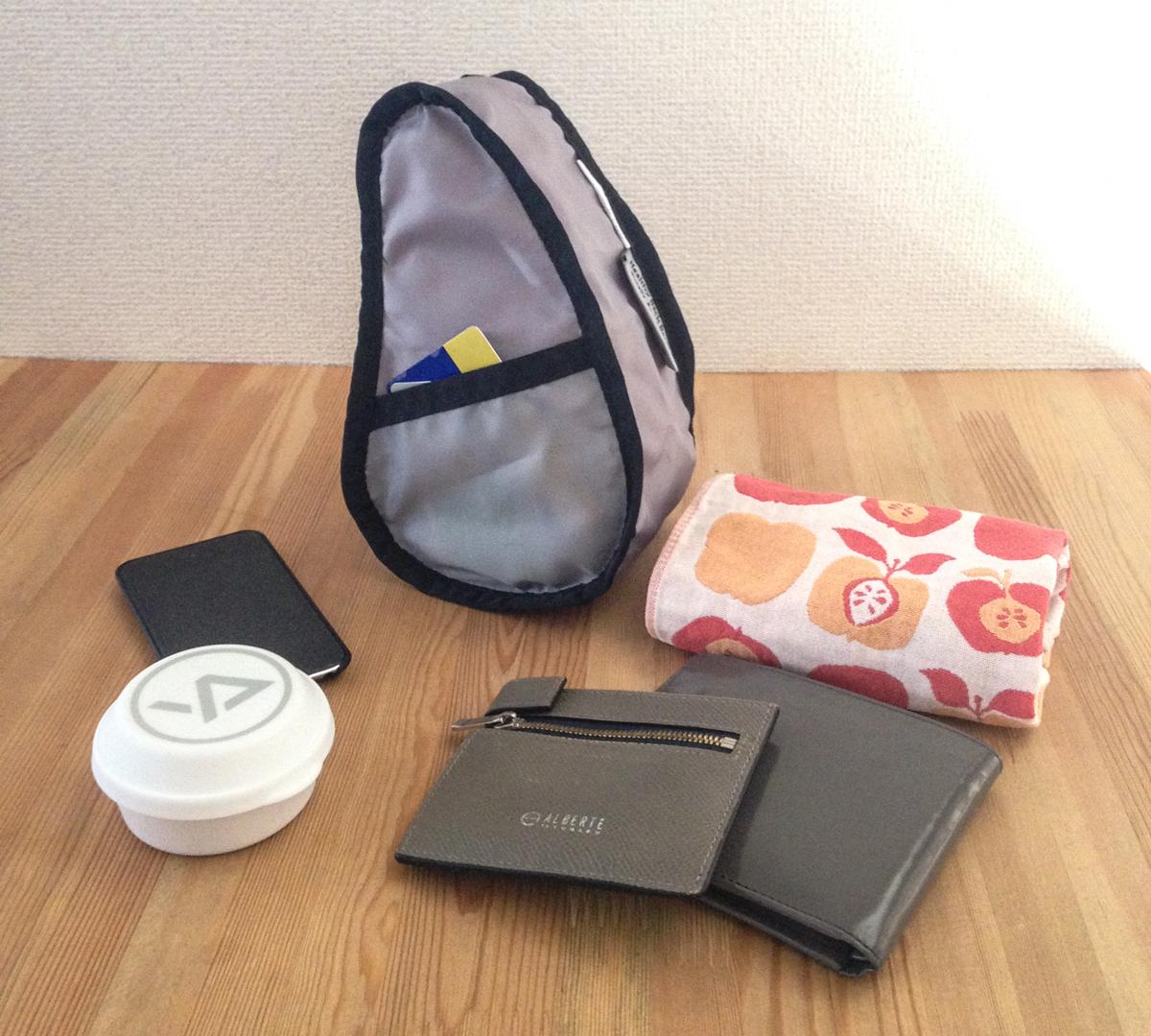 人間工学による体の丸みにフィットする「しずく型」のデザインのバッグレット|Healthy Back Bag