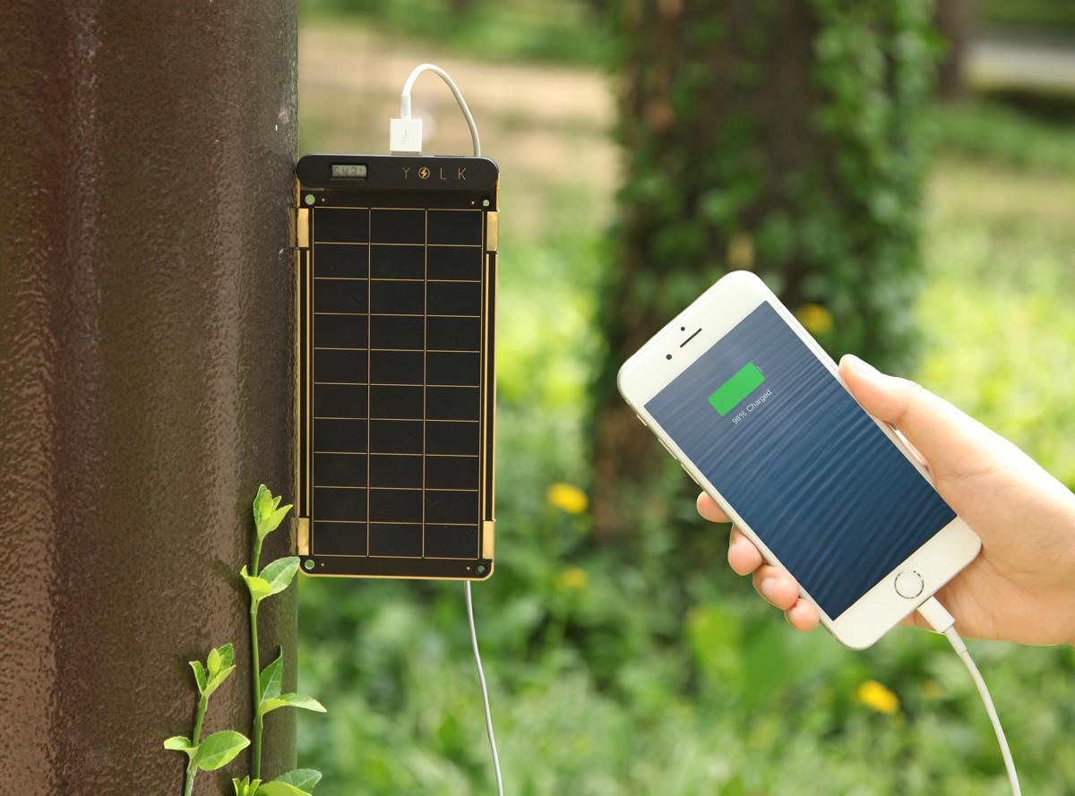 太陽だけでスマホが充電できるソーラー充電器