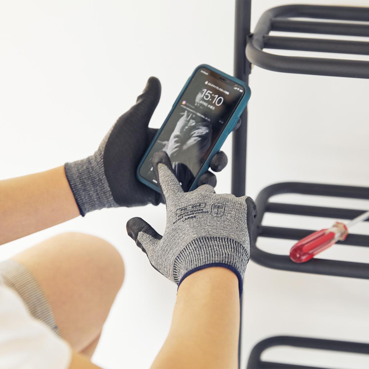レシピを調べながら買い物、ガーデニング番組を見ながら土いじり、説明動画を確認しながら家具やプラモデルの組立て……スマホをチェックしながら、家事もDIYもスイスイ!スマホを触れる「作業用手袋」|workers gloves(ワーカーズグローブ)