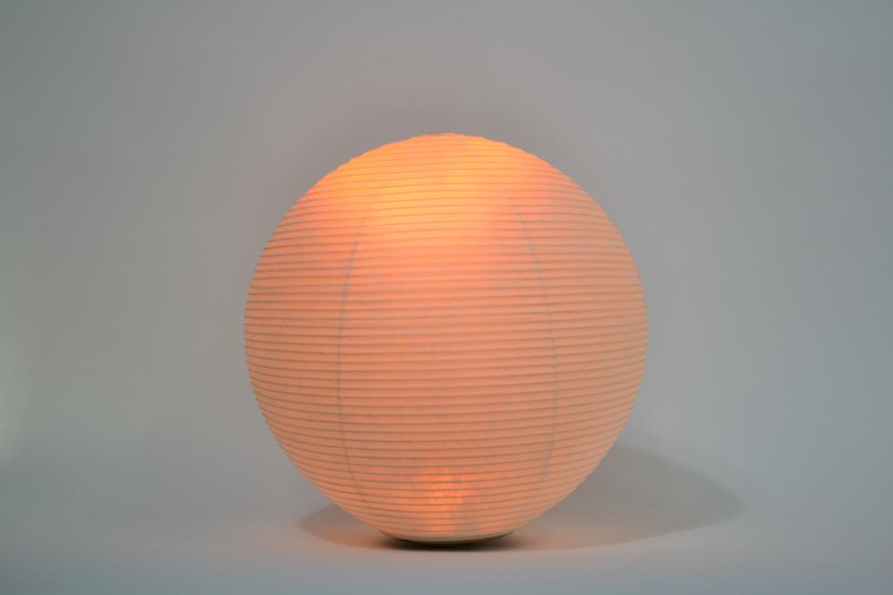 キャンドルのようなオレンジ色のゆらぐ光でリラックスできる空間になる提灯型ランプ(インテリア ライト 照明)|まんげつ - 鈴木茂兵衛商店 SUZUMO CHOCHIN(すずも提灯)