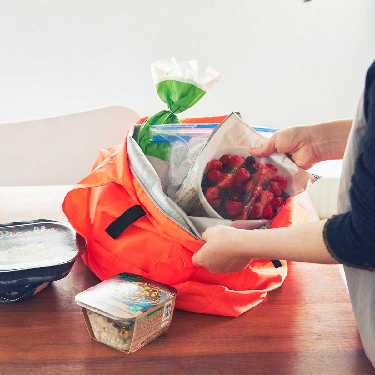 保冷機能も抜群。大容量で軽い。ビールや冷凍肉もおいしさキープ、極薄素材で小さくたためる「保冷バッグ」|KATOKOA(カトコア)