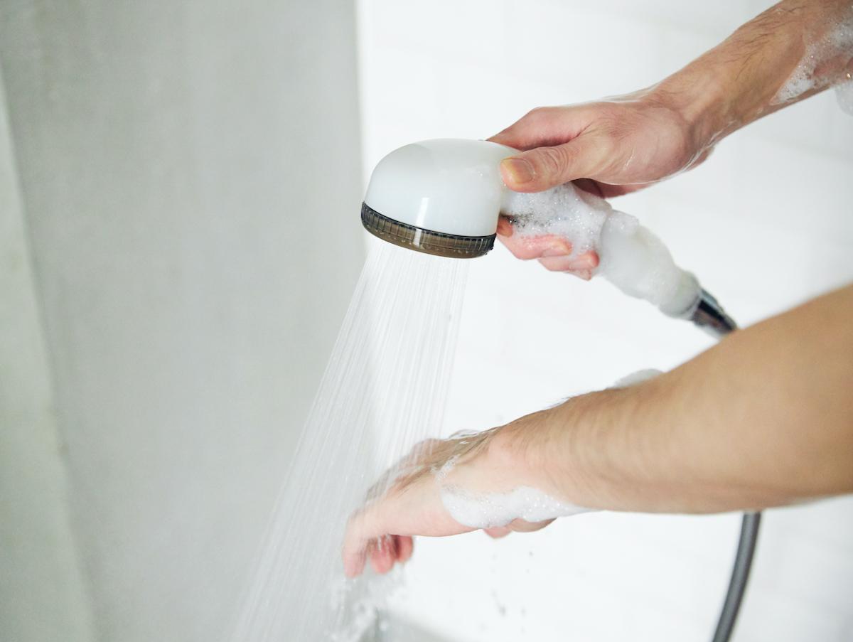 シャワーだけでも体中ホカホカ!毛穴の汚れ・皮脂をスッキリかき出して、しっとりホカホカ気持ちいい「シャワーヘッド」|エミュール ファインバブルシャワー