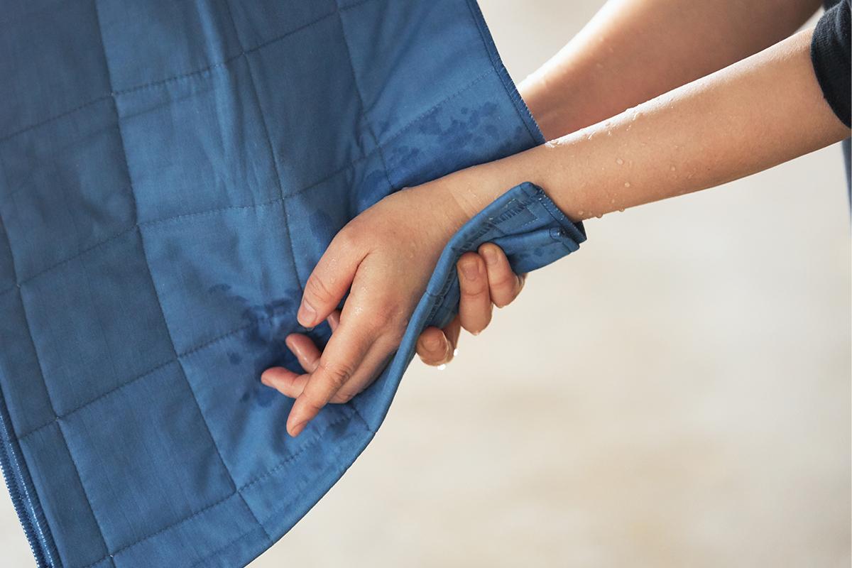 すぐ乾くから梅雨の時期や冬場や室内干しにおすすめ。とことん軽く、ラクに洗濯ができます。3層構造のガーゼタオルで医療用の脱脂綿を包みキルトをかけたタオル|YARN HOME UKIHA(ヤーンホーム ウキハ)