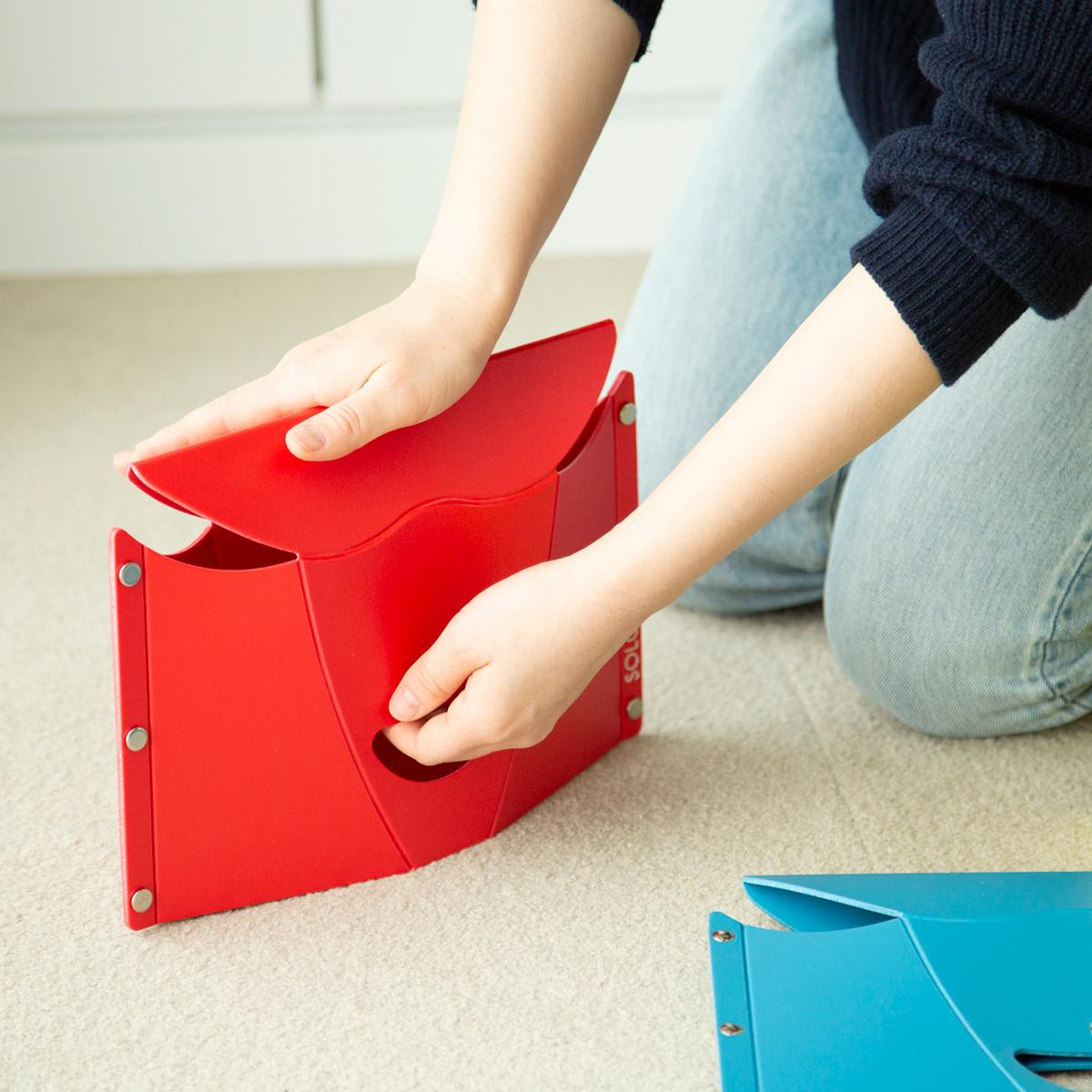 組み立ても片付けも簡単。軽くて丈夫なのにコンパクトに薄く畳める、どこにでも持ち歩けるイス|PATATTO