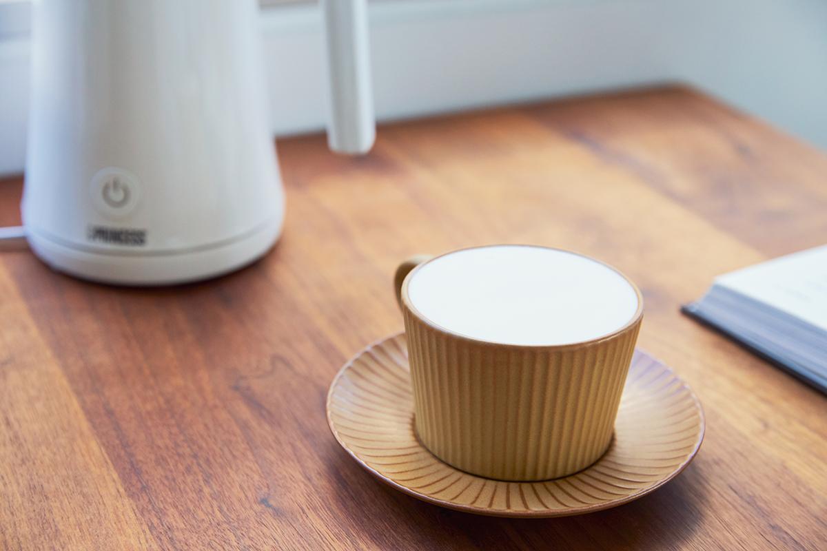 純喫茶のホットミルクセーキ|アレンジ次第でいろんな自分カフェレシピが作れる。思わず唸るほど、キメ細やかでクリーミーなふわふわミルクが簡単に作れる「全自動ミルクフォーマー」|PRINCESS Milk Frother Pro