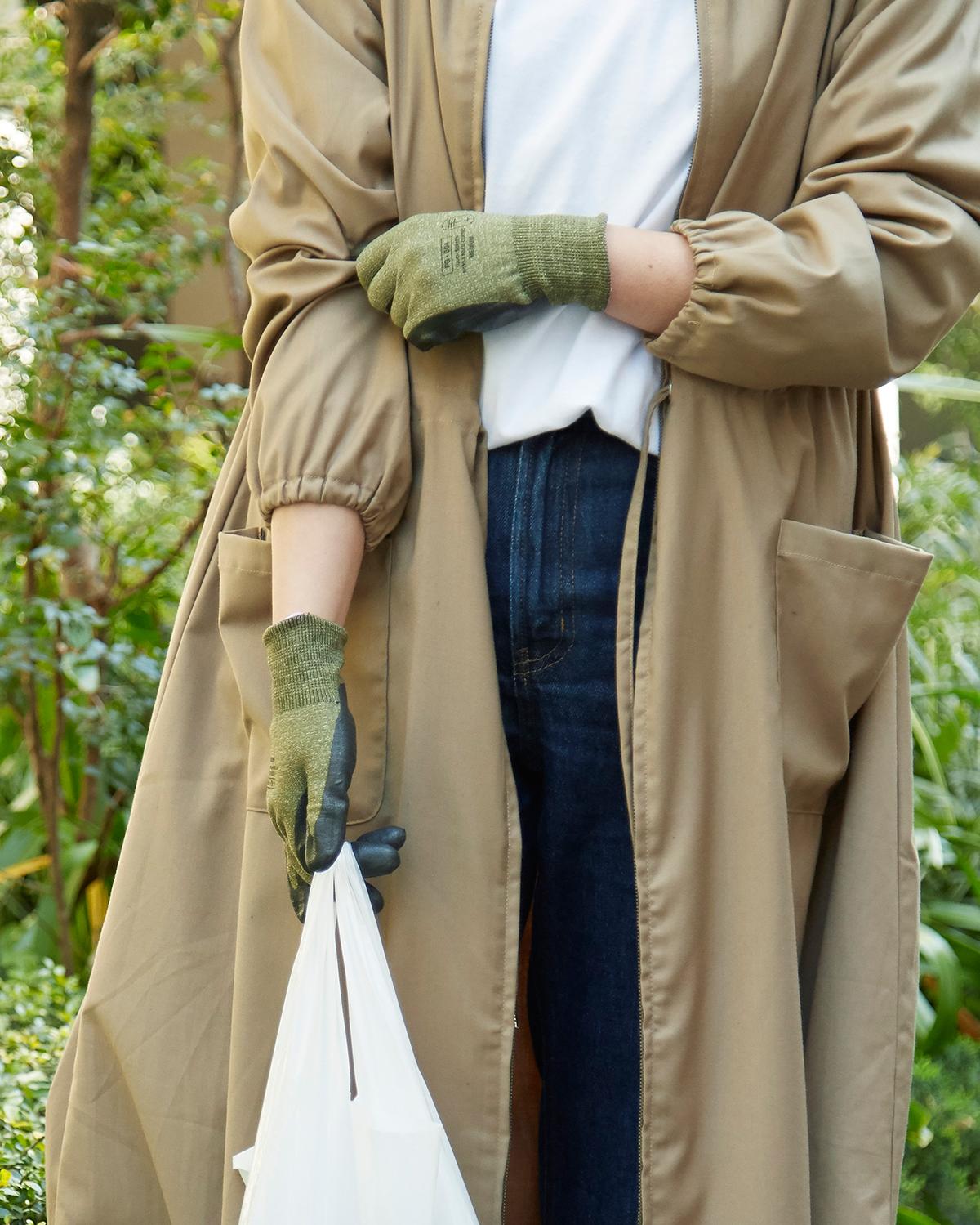 洗練された見た目のおかげで、今までの軍手や作業用手袋より、暮しのなかに置きやすい。ちょっとした時に、使う習慣ができるので、毎日の家事がグンとラクになったことを実感している「作業用手袋」|workers gloves(ワーカーズグローブ)