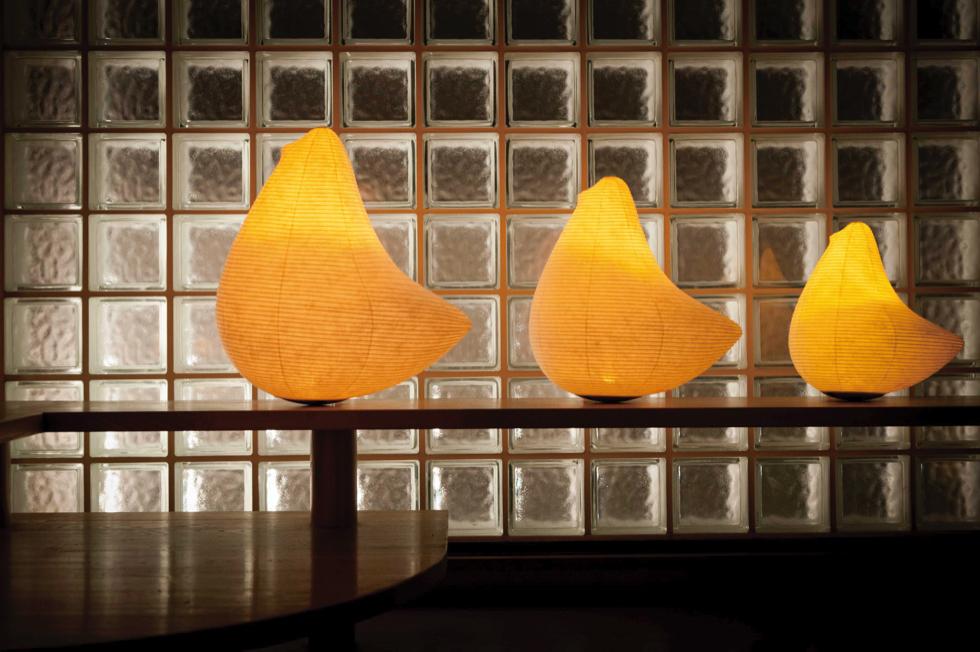 キャンドルのようなオレンジ色のゆらぐ光でリラックスできる空間になる提灯型ランプ(インテリア ライト 照明)|とり - 鈴木茂兵衛商店 SUZUMO CHOCHIN(すずも提灯)
