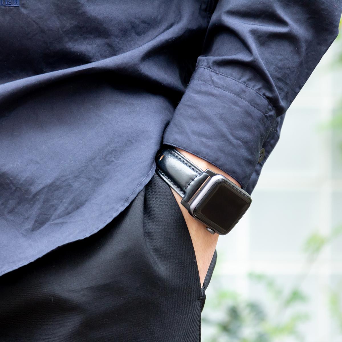 シーンや装いに合わせて、ジャケットを羽織るのと同じ感覚で、Apple Watchの盛装を楽しむ。希少革「シェルコードバン」のApple Watchバンド| NOMAD