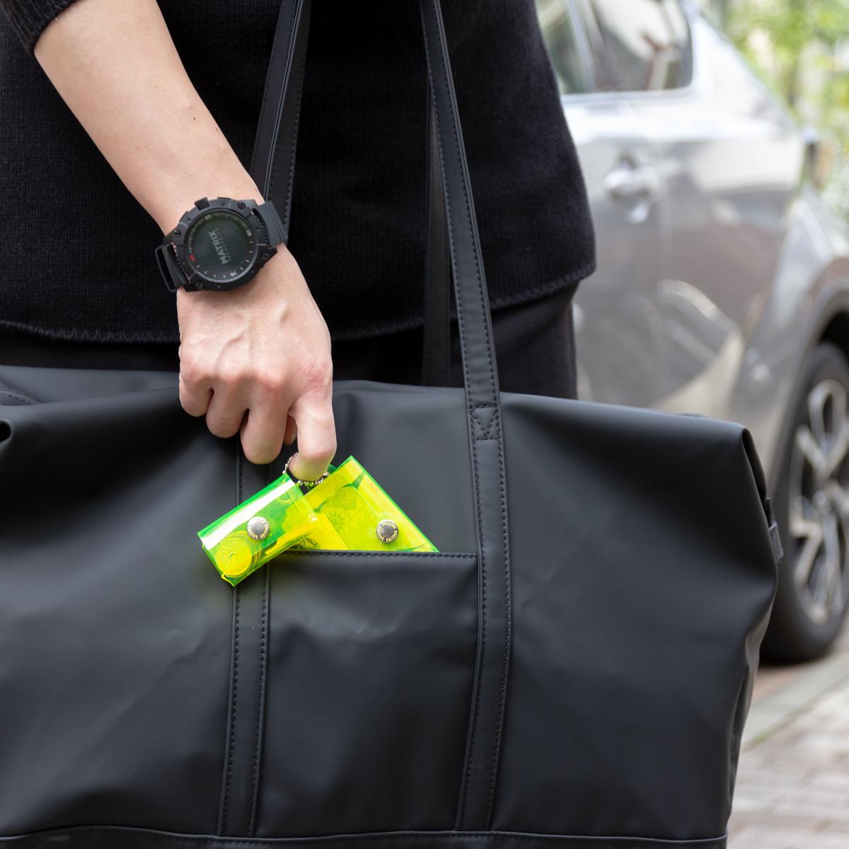 会員カードとロッカーキーをまとめた「ジム専用ウォレット」にもなる。ミニマム構造がかなえる、軽量&収納力の「ミニ財布」|SALLIES