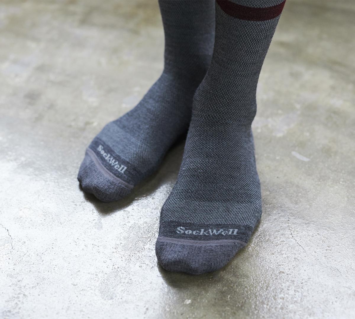 一日中心地よさが続く、ほどよい締めつけ感。夏は涼しく冬は暖かいメリノウールを使用した、血液やリンパの流れをサポートする着圧ソックス(健康ソックス・靴下)|Sockwell(ソックウェル)