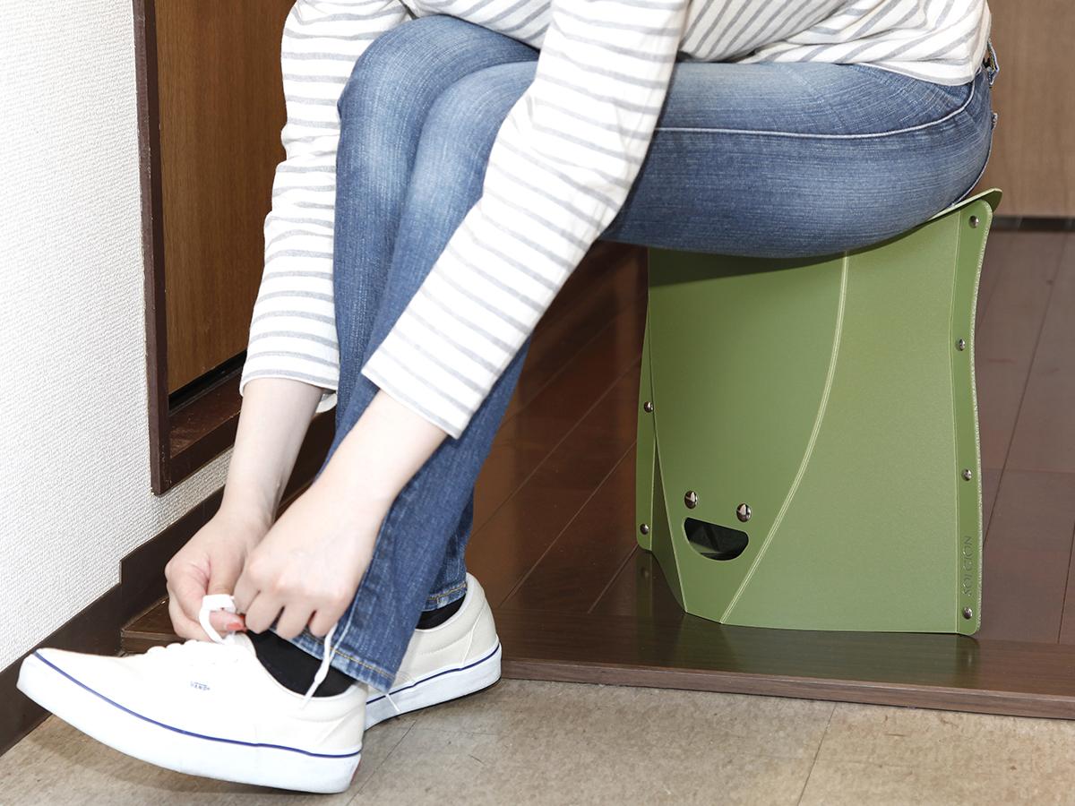 外出先や家でさっと座れる、使う場所を選ばない、どこにでも持ち歩けるイス|PATATTO