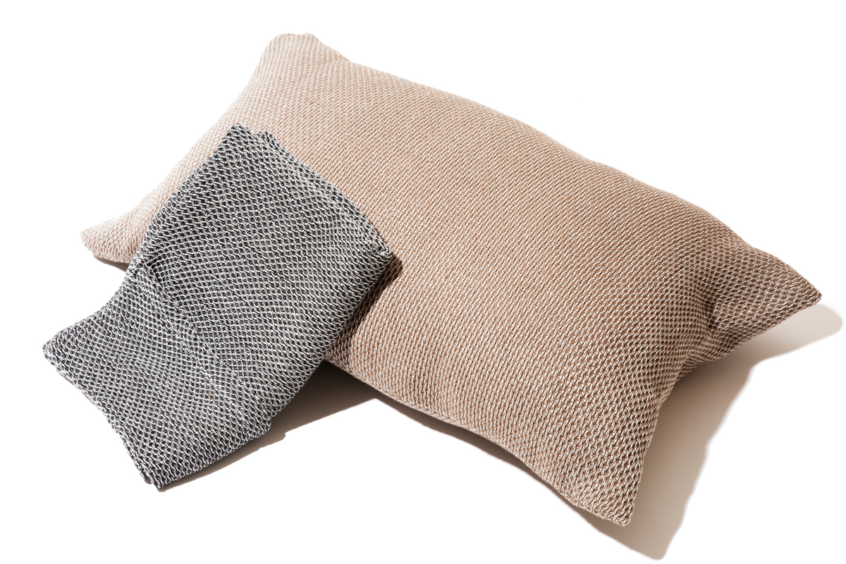 表面がハチの巣のような立体構造だからサラッと気持ちいい。「熟睡」を追求した凹凸状のハニカム織りのハニカムケット(ワッフルケット)