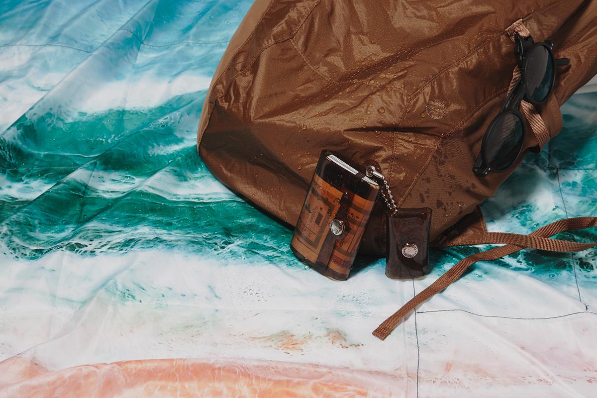 屋外のイベントに、ピクニックに、赤ちゃんのオムツ替えシートに、災害時の毛布に、雨よけ代わりに。様々なアウトドア環境にも対応できる撥水・耐久性抜群のレジャーシート「OCEAN」(夏限定) Matador POCKET BLANKET