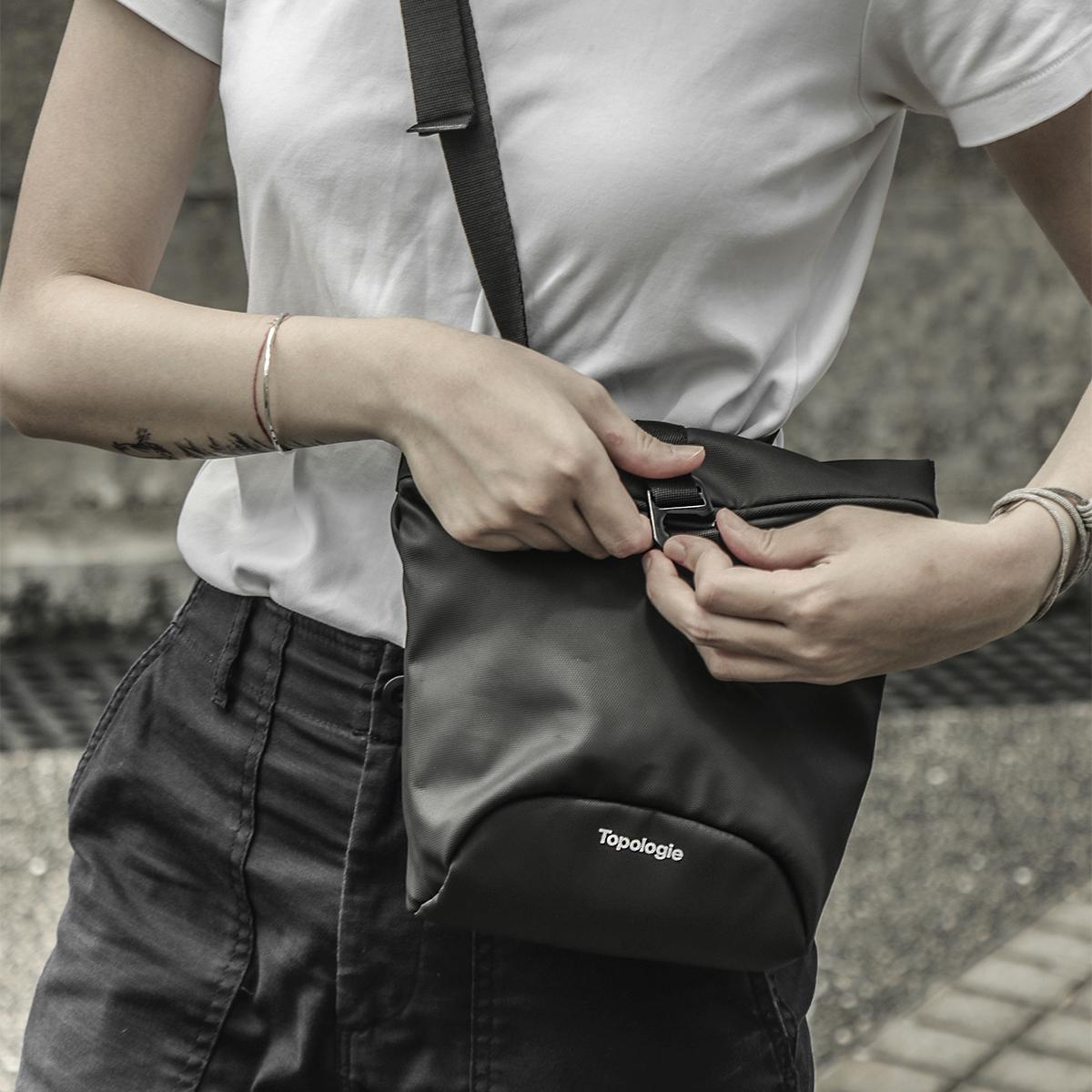 ロッククライミングのギアから着想を得た「4WAYウエストバッグ」(水濡れや汚れに強いドライコレクション)|Topologie