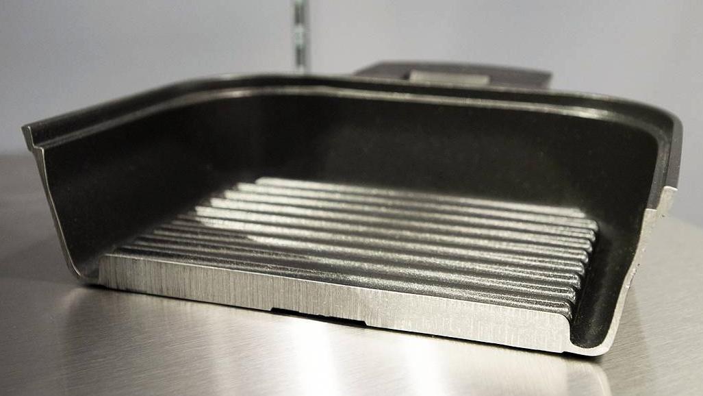 後片付けも簡単なフライパン感覚の蒸し焼きプレート|STEAM+GRILL