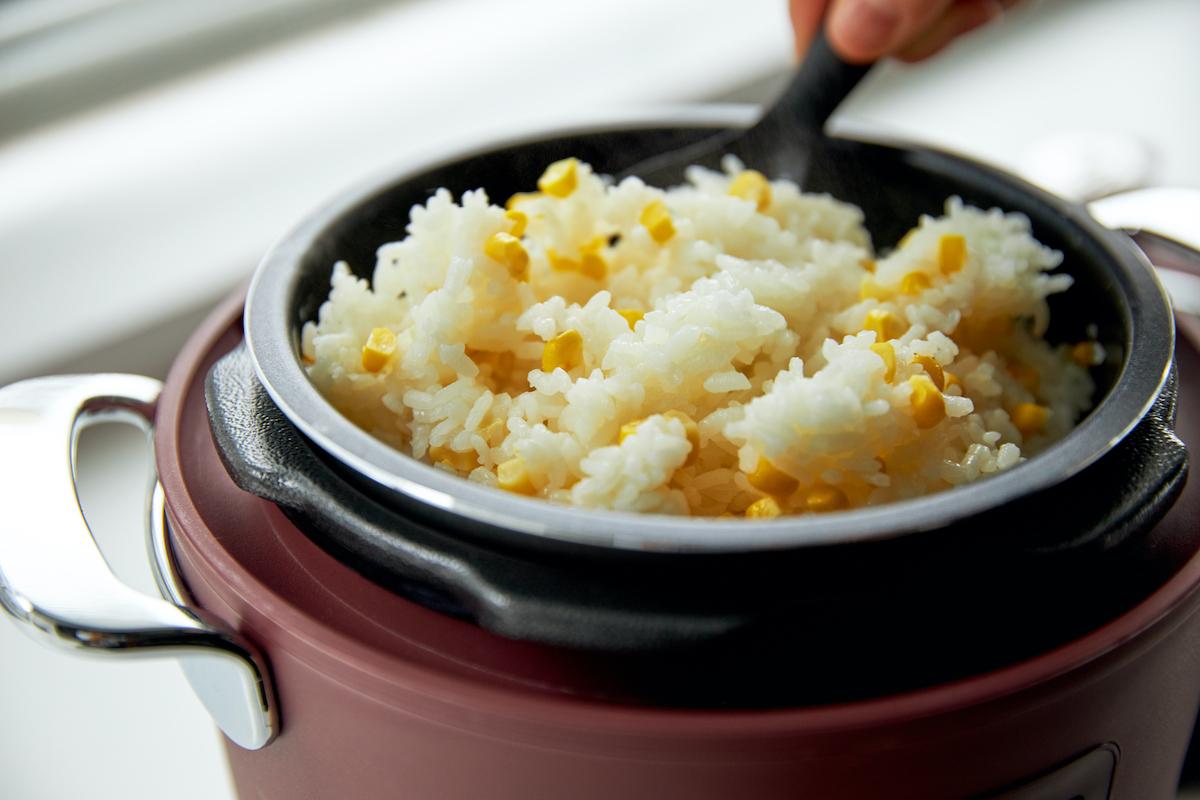 「圧力調理」で、ごはんはふっくら、肉はジューシーに、ジャガイモはホクホクに下ごしらえ!炊飯も調理も楽チンで早い「アシスト調理器・電気圧力鍋」|Re-De Pot(リデ ポット)