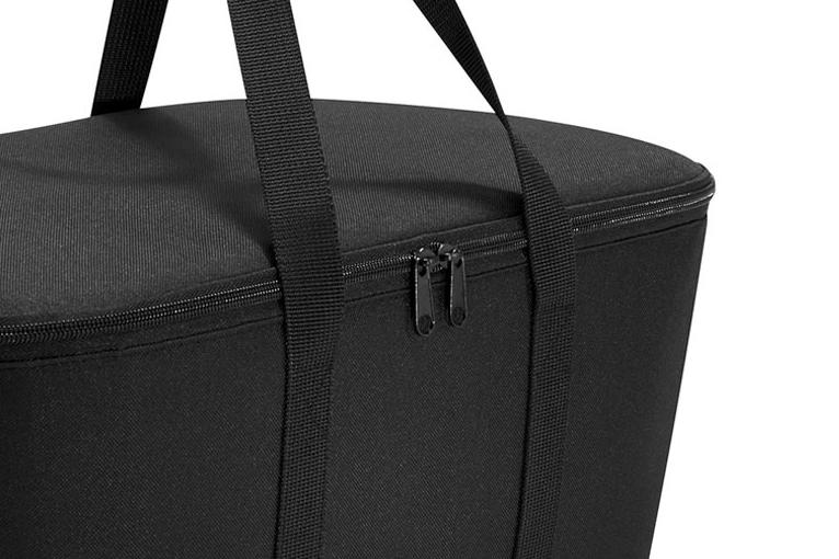 折りたたんで持ち運びも簡単なアウトドアキャリーバッグ