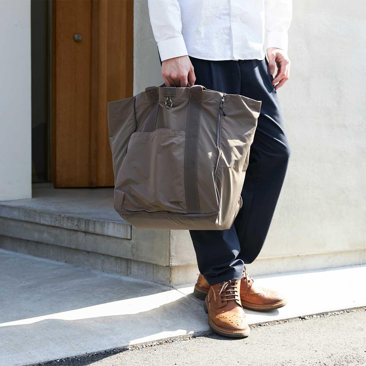内側は抗菌防臭加工の「清潔トート」。薄型トートバッグが大容量バッグに変身するバッグ|WARPトランスフォームジッパーバッグ