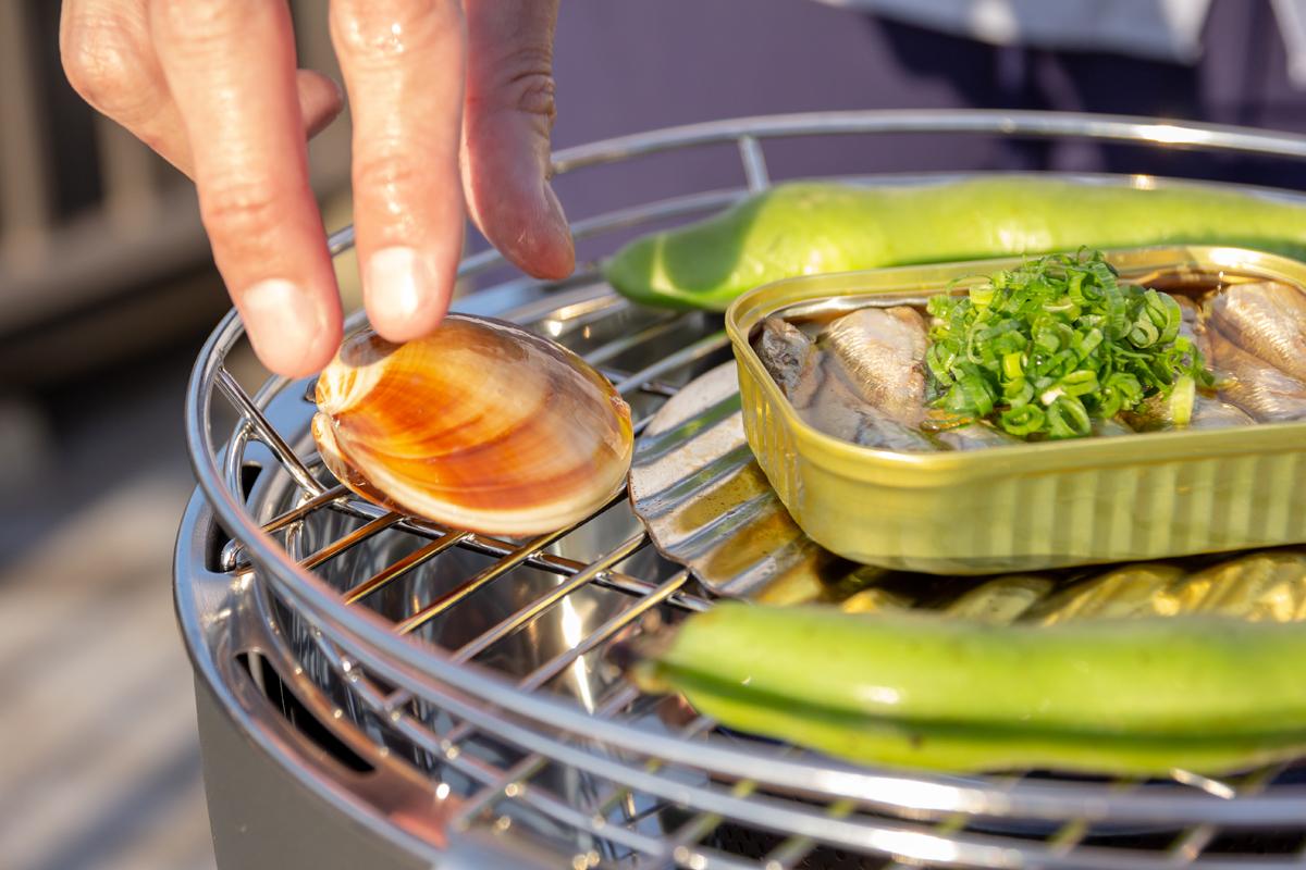 自分のペースで、大好物だけを焼ける。大人の気楽なBBQができる「炭火焼グリル」(ミニサイズ、1人用・2人用)|Lotus Grill