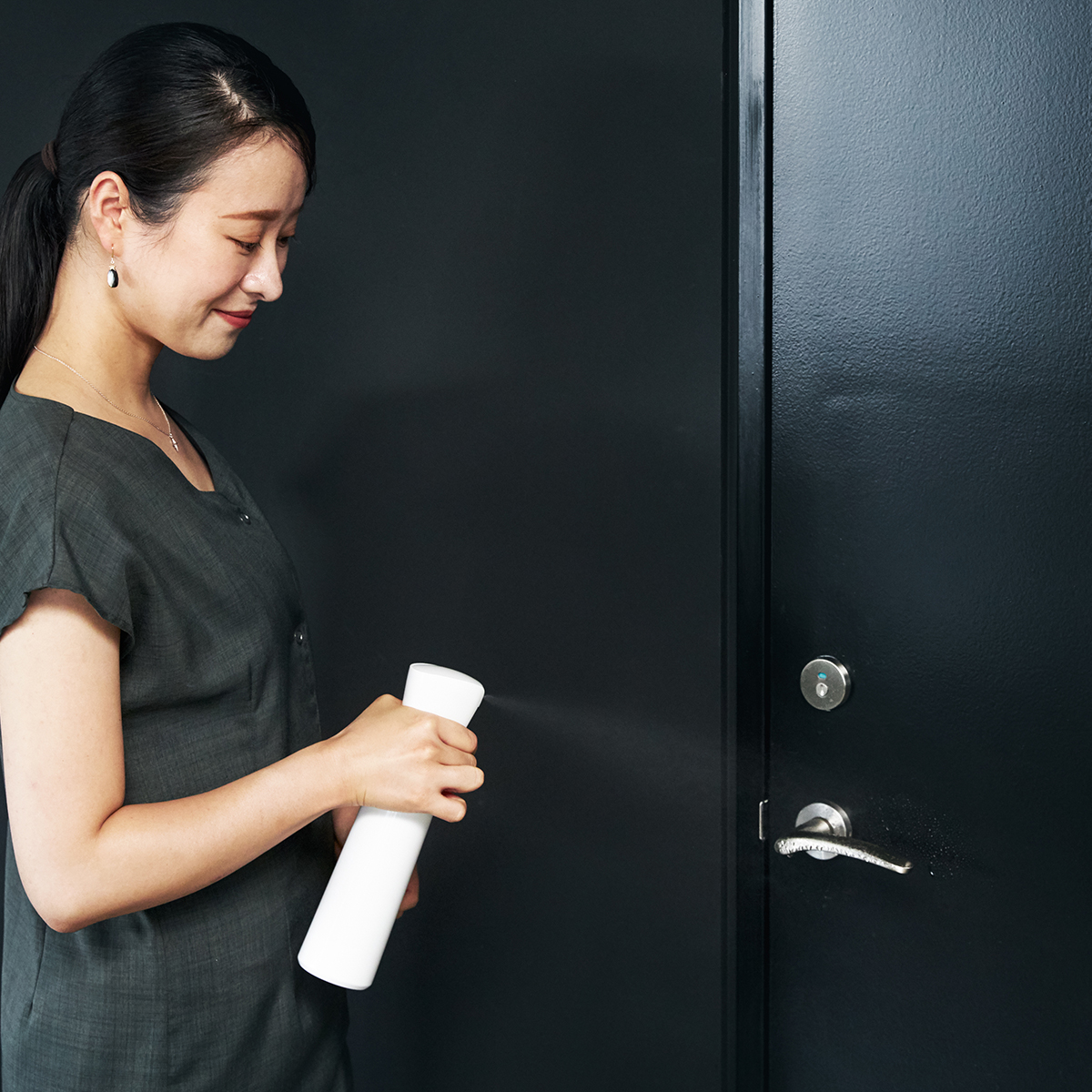 暑さに湿気、おうち時間が増えて、あっという間に、水回りはピンク汚れとカビ、玄関やトイレは匂うし、ソファは汗でじっとり。これからは、掃除の後に『CELSION(セルシオン)』で、抗菌コートの習慣を。「マイクロミストスプレー」|CELSION(セルシオン)