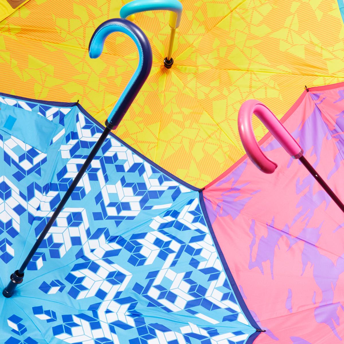 雨の日が快適になる、逆さに開く傘