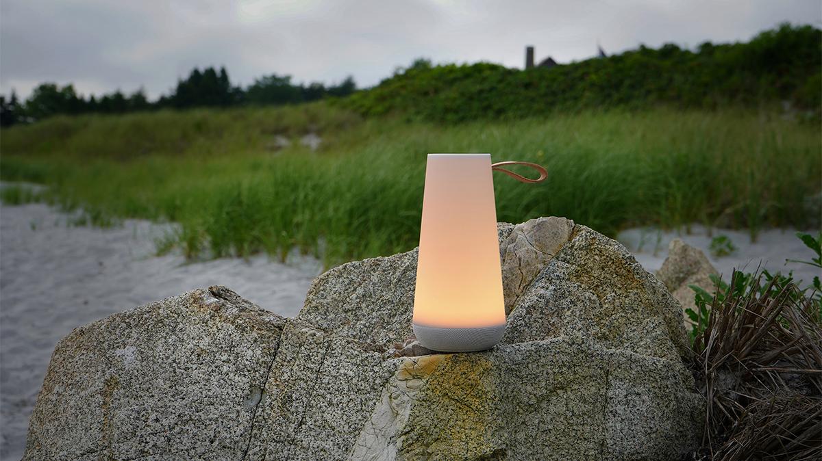 アウトドアやキャンプ|キャンプファイアのように家族や親しい友人と囲い、自然を感じる。「音」と「光」の調和するワイヤレスHi-Fiスピーカー|Pablo UMA MINI