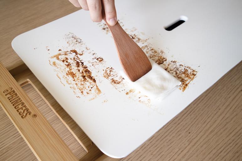 あと片付けは、水を含ませたキッチンタオルでさっと拭くだけで簡単なテーブルグリルプレート・ホットプレート