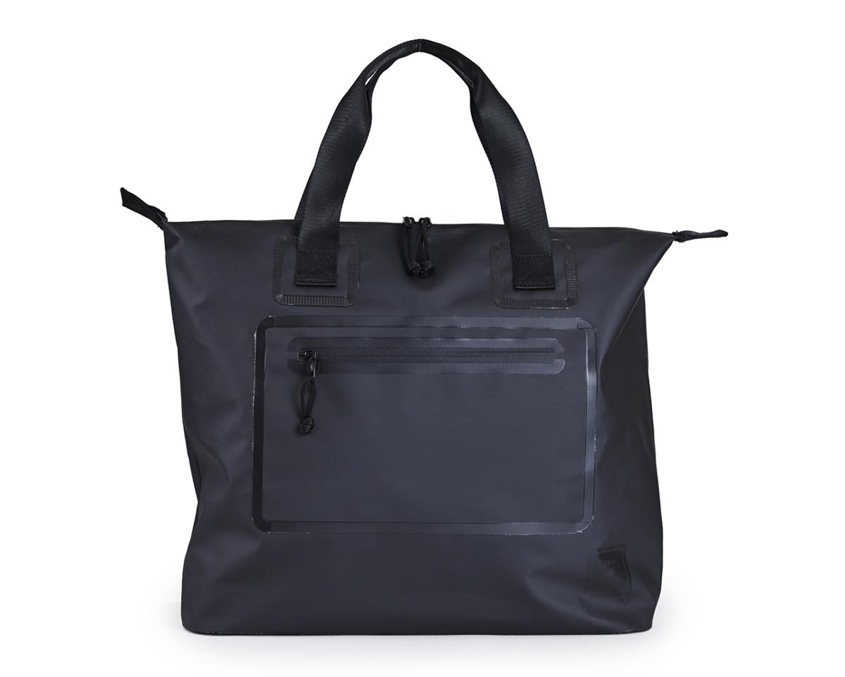 気密性に優れ、防水性のクラッチバッグ