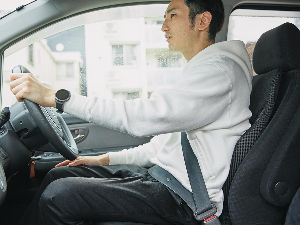 運転中の腰痛・肩こり・脚のむくみに。置くだけで、運転中ずっと、腰・背中・お尻がラクな車用シートクッション|P!nto Driver